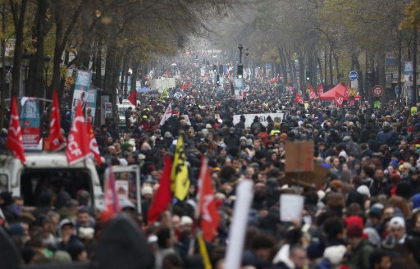 Grève du 5 décembre : Enquête ouverte après la diffusion d'une vidéo montrant une personne frappée par des policiers