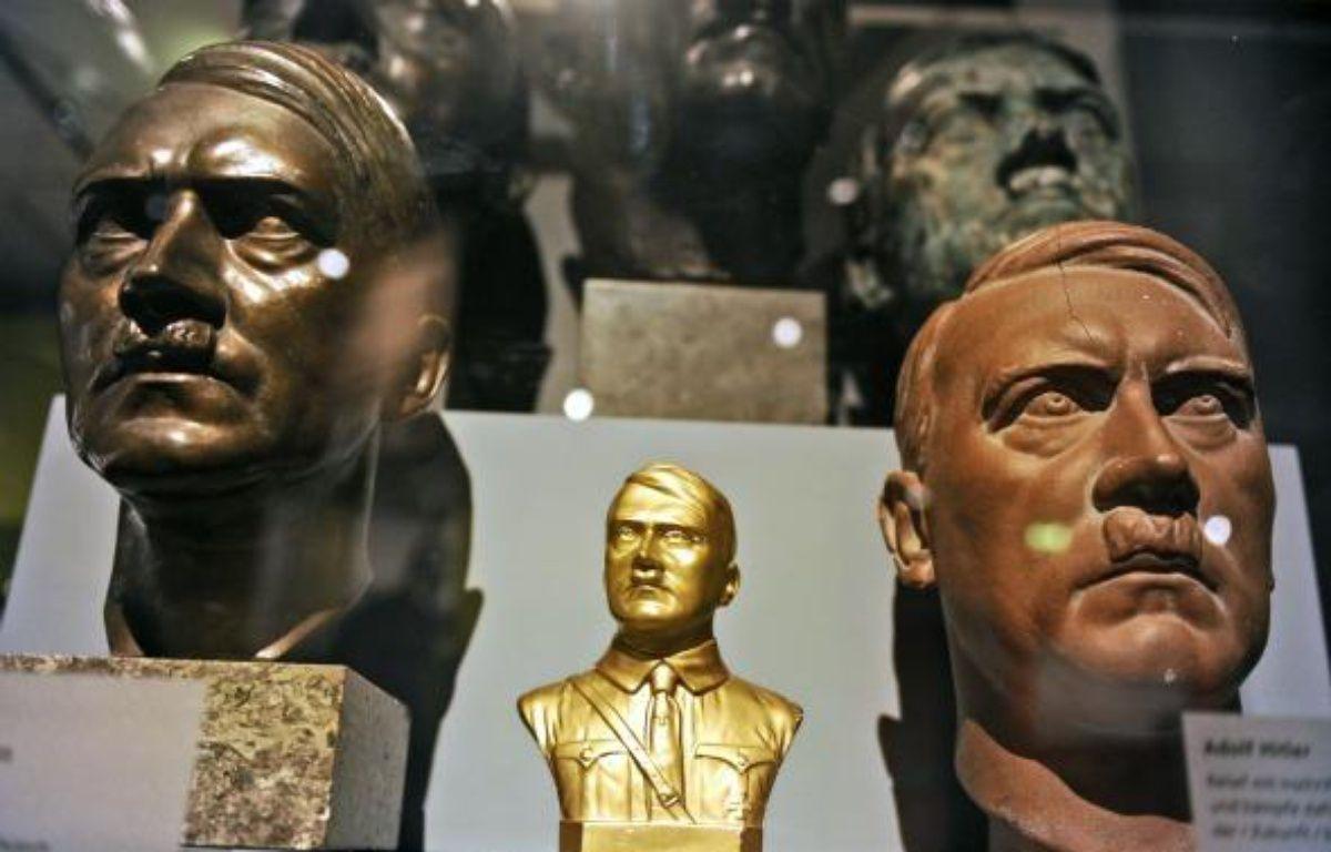 Bustes d'Hitler lors de l'exposition «Hitler et les Allemands» à Berlin, le 13 octobre 2010 – O. ANDERSEN / AFP
