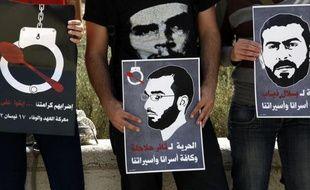 La Cour suprême d'Israël a rejeté lundi l'appel de deux détenus palestiniens en grève de la faim depuis 69 jours contre leur maintien en détention administrative, selon des sources concordantes.