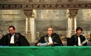 La présidente de la Cour d'appel de Poitiers arrive au tribunal pour annoncer les réquisitions dans le procès Xynthia le 1er décembre 2015