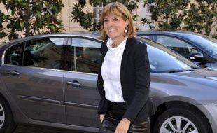 """Le gouvernement français travaille sur l'idée d'une """"communauté européenne de l'énergie"""" proposée par François Hollande, avec l'aide de spécialistes du secteur dont Anne Lauvergeon, l'ex-patronne du groupe nucléaire Areva, a rapporté vendredi la lettre spécialisée Enerpresse."""