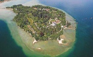 Aménagée en parc botanique, l'île de Mainau est également appelée «l'île aux fleurs».