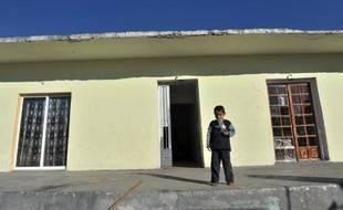 """Une fillette de quatre ans élevée en Grèce par un couple de roms qui se sont avérés, après expertise génétique, ne pas être ses parents a été placée en foyer et des poursuites pour """"enlèvement de mineur"""" ont été engagées, a-t-on appris mardi de source judiciaire."""