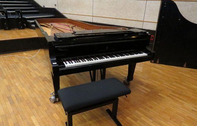 Un piano Steinway mis en vente aux enchères à Radio France