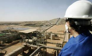 Niamey et Areva négocient âprement pour l'uranium nigérien, stratégique pour les deux parties, les autorités exigeant qu'il finance le développement du pays quand le géant français du nucléaire dépend étroitement de l'extraction de ce minerai.