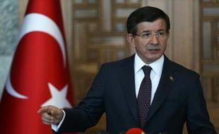 Le Premier ministre islamo-conservateur turc Ahmet Davutoglu à Ankara le 24 juillet 2015