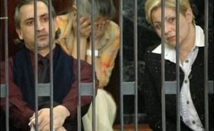 Les cinq infirmières bulgares étaient arrivées en Libye dans les années 1990, après la fin du communisme, espérant mieux y gagner leur vie. Quant au médecin d'origine palestinienne, il habitait en Libye avec sa famille et effectuait un stage à l'hôpital de Benghazi lors de son arrestation.
