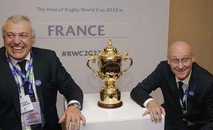 Bernard Laporte et Claude ATcher après la victoire de la France