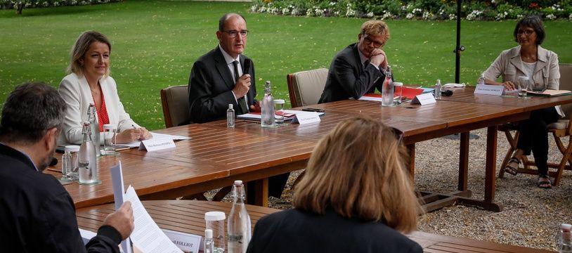 Le premier ministre Jean Castex aux côtés de Barbara Pompili et Marc Fesneau rencontre les representants de la convention citoyenne pour le climat a l'Hôtel de Matignon, le 20 juillet 2020.