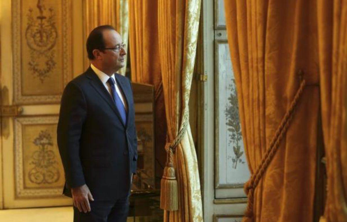 """Le président François Hollande adressera pour la première fois lundi ses voeux aux Français, avec la volonté de délivrer """"en moins de dix minutes"""" un message d'optimisme en dépit de la crise et de l'aggravation de la situation de l'emploi. – Philippe Wojazer afp.com"""