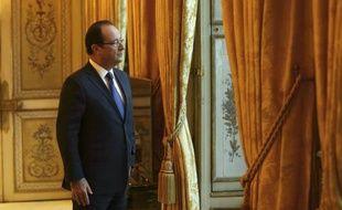 """Le président François Hollande adressera pour la première fois lundi ses voeux aux Français, avec la volonté de délivrer """"en moins de dix minutes"""" un message d'optimisme en dépit de la crise et de l'aggravation de la situation de l'emploi."""