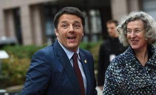 Le chef du gouvernement italien Matteo Renzi arrive au sommet des dirigeants de l'UE à Bruxelles le 23 octobre 2014
