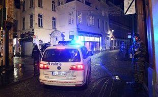 La police belge sécurise un quartier à côté de la Grand Place à Bruxelles, le 22 novembre 2015