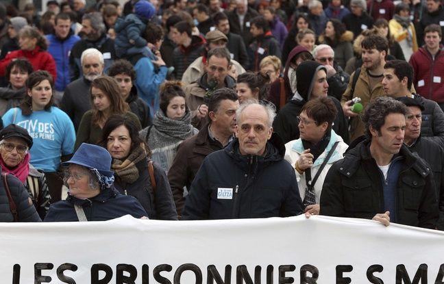 Philippe Poutou le 25 mars 2017 à Bayonne, au cours d'une manifestation en faveur de prisonniers basques.
