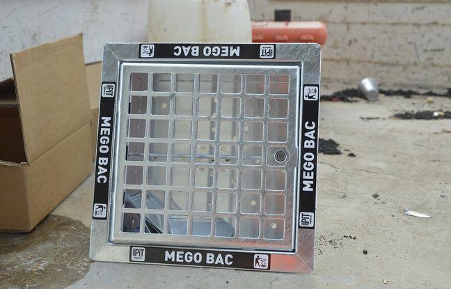 Un cendrier de sol mesure 30 centimètres sur 30 pour 10 centimètres de profondeur.