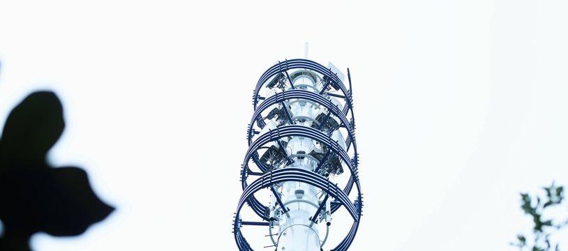 Illustration d'une antenne-relais 5 G en Chine QINGDAO, CHINA - MAY 30, 2020 - 5g base station of China Tower, Qingdao, Shandong Province, China, May 30, 2020. (Photo by Yu Fangping / Costfoto/Sipa USA)/29953940//2006011552