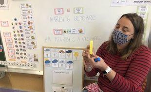Barbara enseigne le breton à l'école publique Camille Claudel à Nantes.