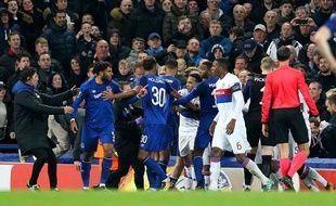 L'instant où le match entre Everton et l'OL a dégénéré.
