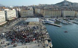 Vue générale du vieu port de Marseille et de Notre Dame de la Garde à Marseille, le 9 mars 2014