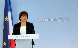 Martine Aubry annonce sa candidature à la primaire socialiste lors d'une conférence de presse à Lille, mardi 28 juin 2011.