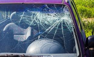 Une voiture touchée par un vol à la roulotte (Illustration)
