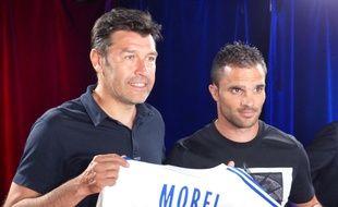Hubert Fournier et Jérémy Morel lundi après-midi, lors de la présentation de l'ancien défenseur marseillais à Lyon. 20 Minutes