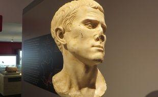 La tête en marbre, datée  des années 60 avant notre èr, est pour l'heure la plus ancienne jamais découverte en France.