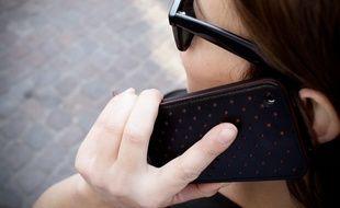 Illustration d'une personne utilisant un smartphone. 26/03/12 Toulouse