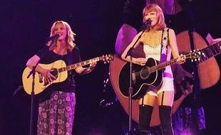 Lisa Kudrow et Taylor Swift au Staples Center de Los Angeles