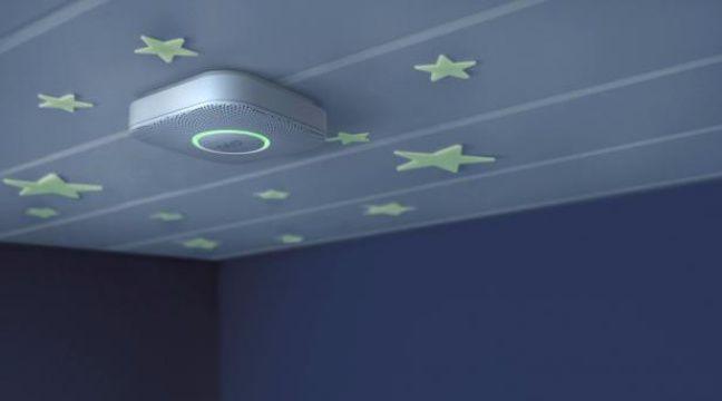 Un détecteur de fumée de Nest Labs. – NEST