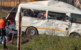 26 personnes ont trouvé la mort et onze autres ont été sérieusement blessées dans un accident de car qui s'est produit en Afrique du Sud, à une centaine de kilomètres à l'est de Prétoria, a-t-on appris de source officielle.