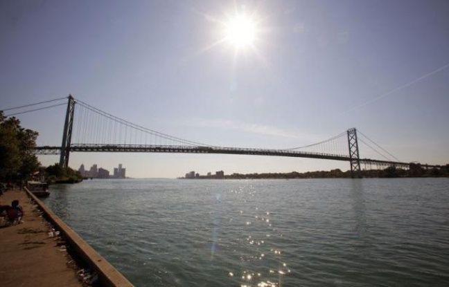 Le gouvernement canadien a annoncé vendredi la construction d'un nouveau pont, un deuxième, entre les villes de Windsor au Canada et Detroit aux Etats-Unis, un projet de près de 4 milliards de dollars pour le carrefour commercial frontalier le plus important d'Amérique du Nord.