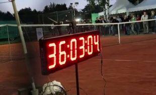 Le match a commencé jeudi et s'est terminé, sans interruption, samedi...
