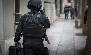 Illustration.Intervention du RAID, Montreuil le 10 avril 2013.