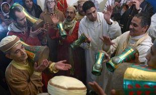 """""""Nous sommes là pour nous purifier des esprits maléfiques"""": comme des milliers d'autres Marocains, """"Madame Khayat"""" participe au festival de Sidi Ali, dans l'arrière-pays de Meknès, au Maroc, un rendez-vous insolite où la religion musulmane côtoie croyances populaires et sorcellerie."""