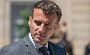 Emmanuel Macron dans la cour de l'Elysée.