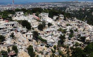 Vue aérienne du quartier en ruines de Canape-Vert à Port-au-Prince, le 13 janvier 2010.