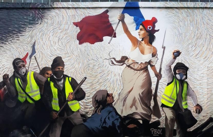 Paris Un Street Artist Realise Une Fresque De La Liberte Guidant Le Peuple De Delacroix Version Gilets Jaunes