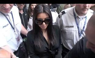 Kim Kardashian à son arrivée à l'aéroport de Nice pour participer au Festival de Cannes, le 22 mai 2012.