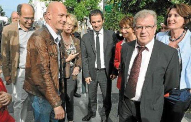 Il y avait beaucoup de monde, jeudi à Boutonnet, pour poser aux côtés de Benoît Hamon (au centre).