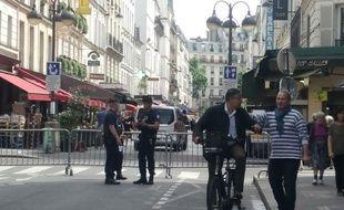 Paris, le 17 mai 2017. La rue Cler en partie fermée depuis l'entre-deux-tours de la Présidentielle.