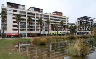 Les maisons sur toit de cet immeuble, avec vue sur le bassin, partent à 850000 € les 110 m2.