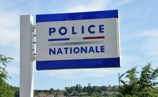 Une enseigne de poste de police. (illustration)