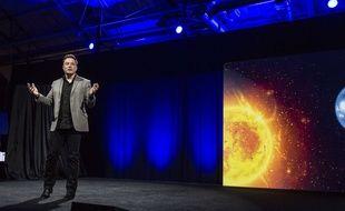 Elon Musk, le PDG de Tesla, lors de la présentation de la batterie Powerwall le 30 avril 2015.