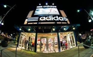Une boutique Adidas.