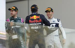 Sebastian Vettel (Aston Martin), Sergio Perez (Red Bull) et Pierre Gasly (AlphaTauri) à Bakou, en Azerbaïdjan, le dimanche 6 juin 2021.