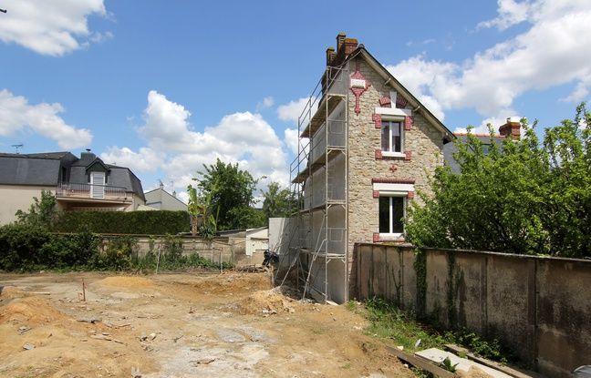 Une maison de 1909 a été coupée en deux en 2016 à Rennes, aux abords de la prison Jacques Cartier.
