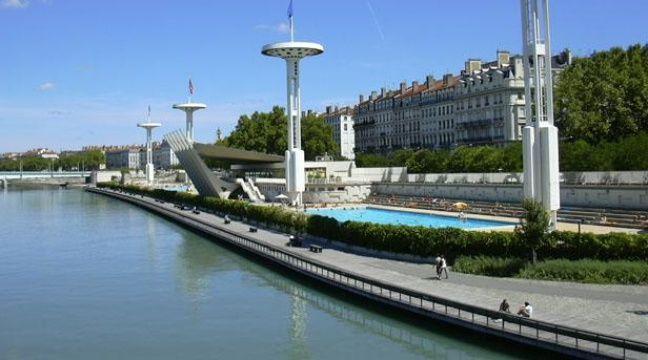 Lyon nagez de nuit dans la piscine du rh ne for Piscine nocturne paris