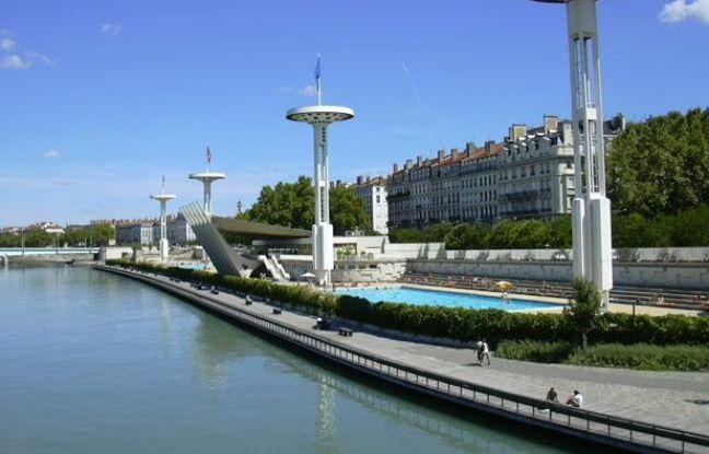 Lyon: Nagez de nuit dans la piscine du Rhône
