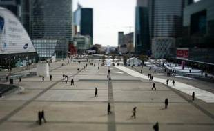 Les salaires ont très peu progressé en France en 2011, ralentissant pour la deuxième année consécutive, et l'écart hommes-femmes est resté important malgré un léger resserrement, selon une étude publiée jeudi par l'Insee.